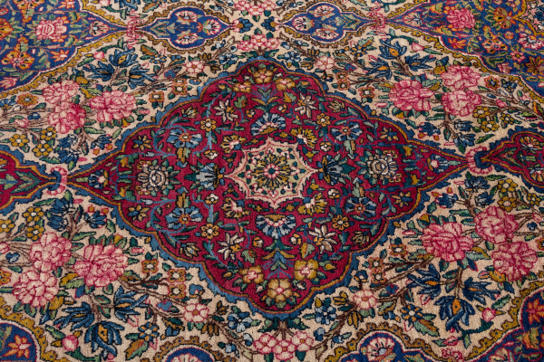 Fine Persian Kerman Large Carpet - Oversize - Wool - Approx 5x3.5m (16x11ft) - Allover design - Neutral colour complexion balance of red, white and pink