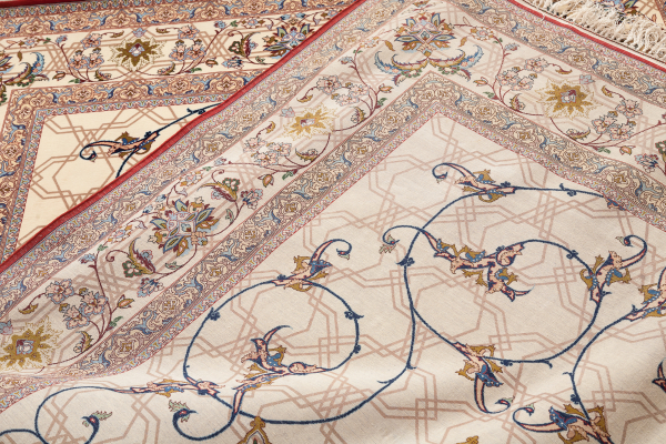 Very Fine Persian Isfahan Central Medallion Rug - Silk and Wool